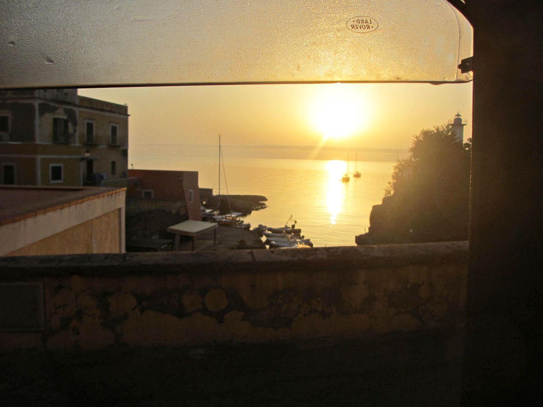 Agosto 2013. Attraversare stradine silenziose e guardare l' #alba dal veicolo della nostra associazione. #Ventotene #leganavale #estate