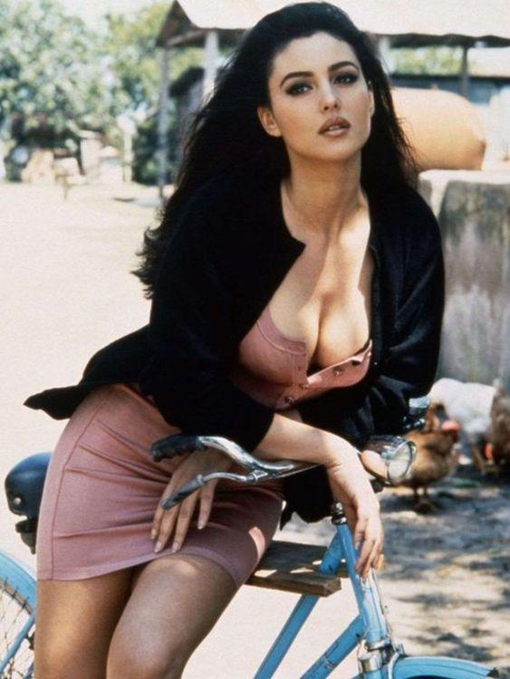 Sexy hot monica belluci