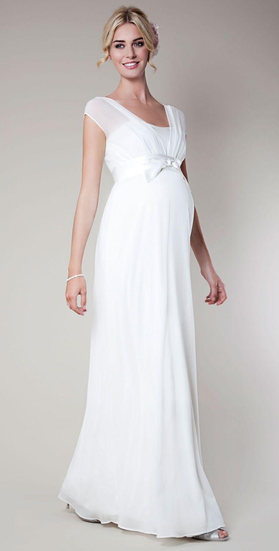 c36c8f40a3 Si tu boda será justo cuando tu bebé está dentro de ti te dejamos algunas  ideas de vestidos de novia según el tamaño de tu pancita