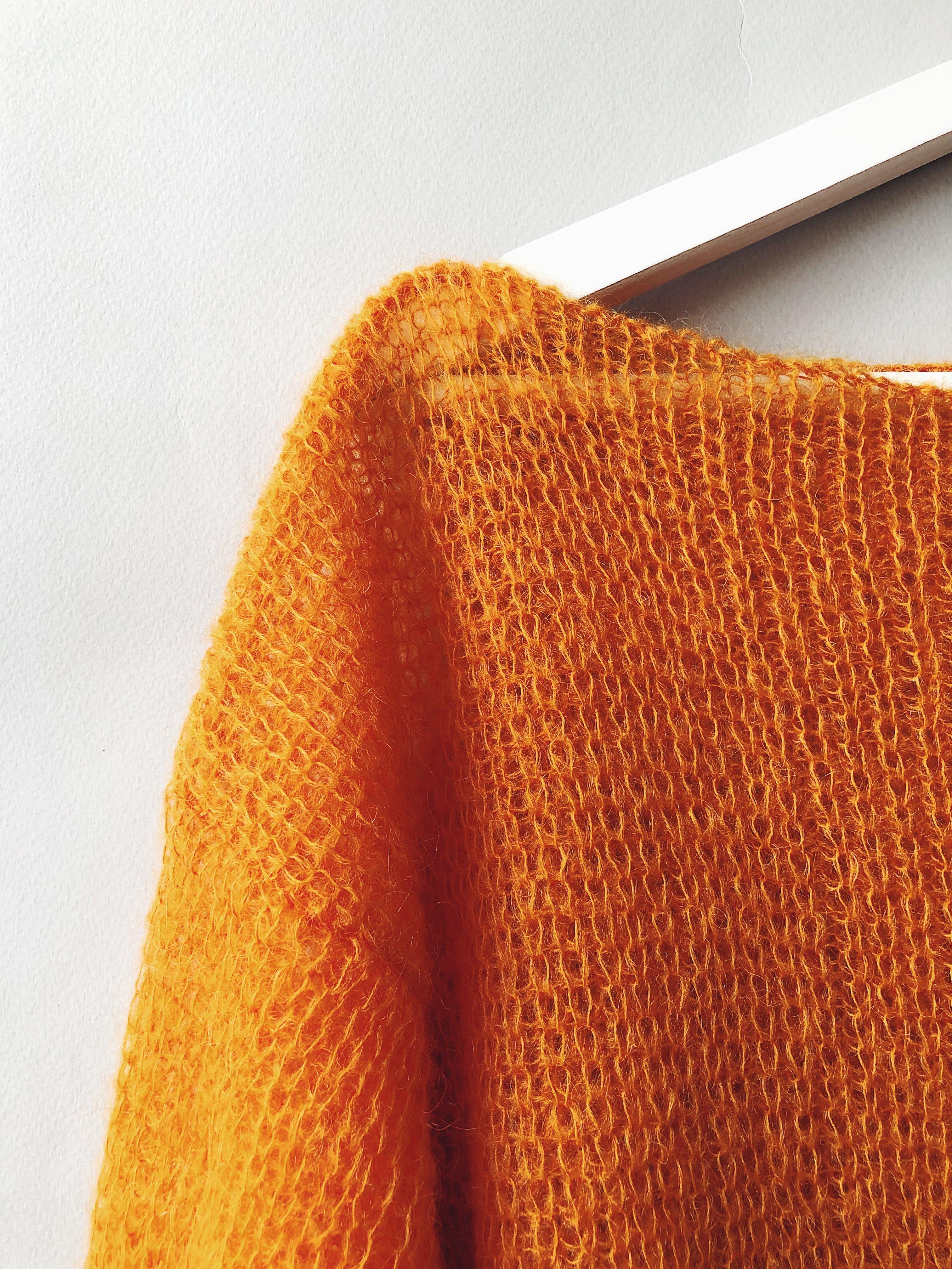 Photo of Mohair Sweater und Top Set, buntes Pullover und Silk Tank Top, Mohair Pullover und Satin Tank Top,
