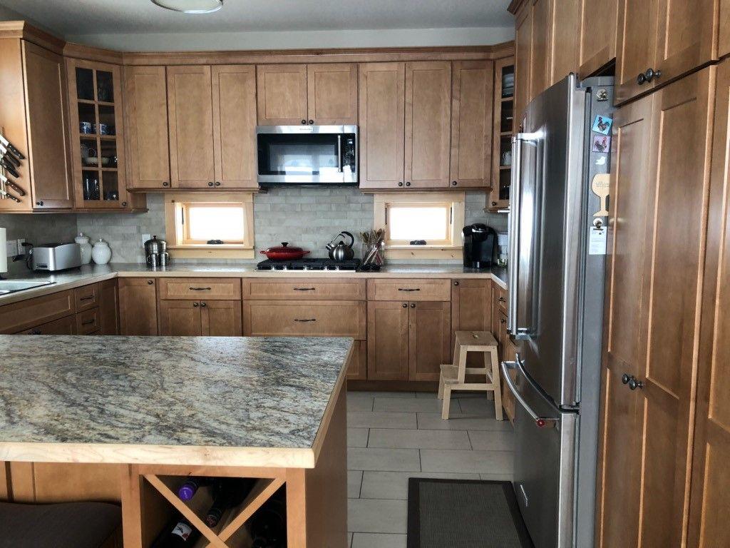 Thomasville Classic Cottage Maple Macaroon In 2020 Kitchen Design New Kitchen Cabinets Kitchen Renovation