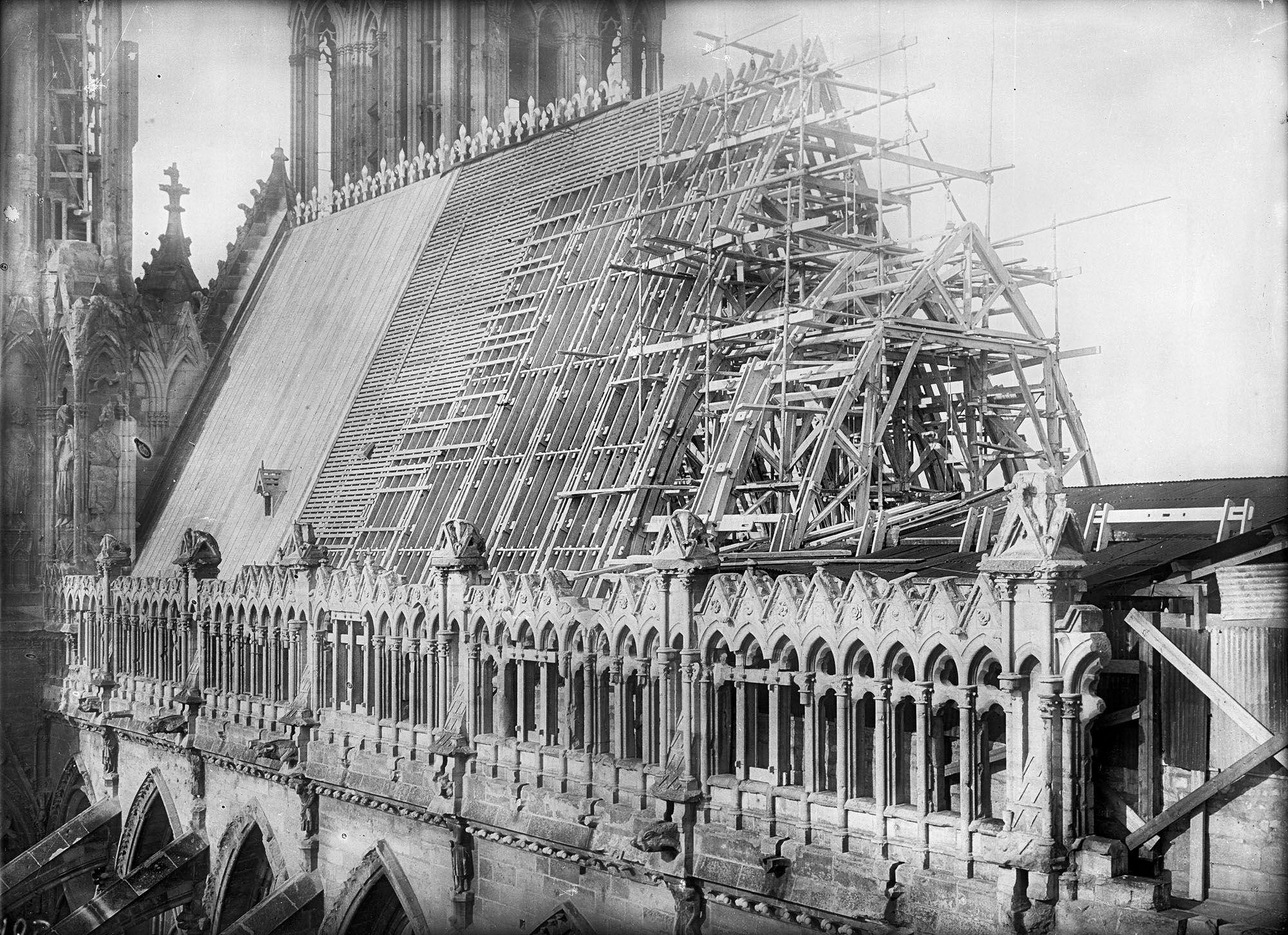1926 Reconstruction De La Cathedrale De Reims Les Collections De La Map Ministere De La Culture Genie Civil En Cours De Construction Cathedrale