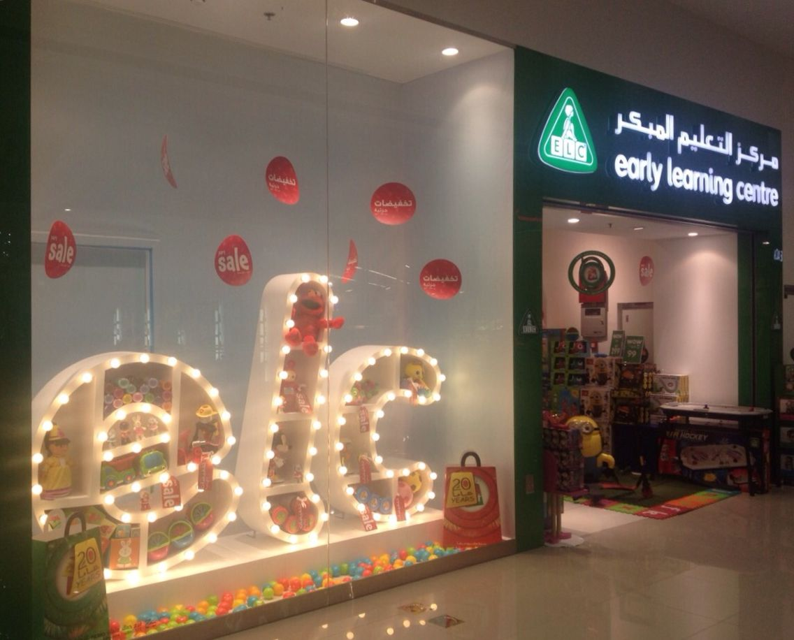 Elc Winfow Display 3d Letters With Light Bulbs Great Light Effect A Bit Retro Dubaimall Xmas 2015 Light Letters Neon Signs Display