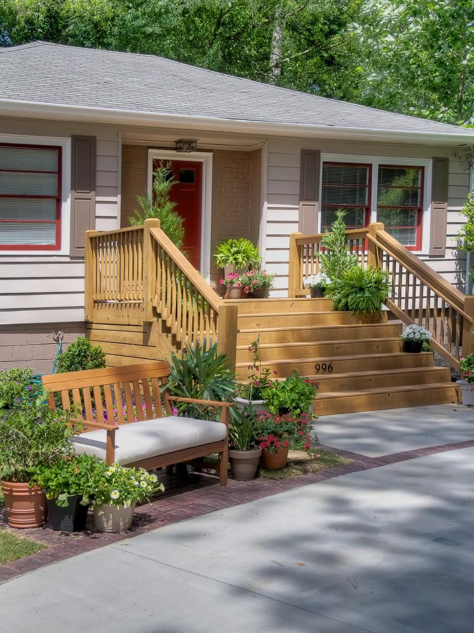 Pin On What Deck To Doooo   Front House Stairs Design