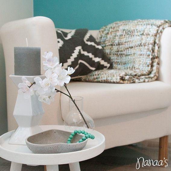 Decoratie tafeltje #nanaas #table #white #smalltable #interiordeco http://www.nanaas.nl/a-37662781/kleinmeubelen/decoratie-tafeltje/