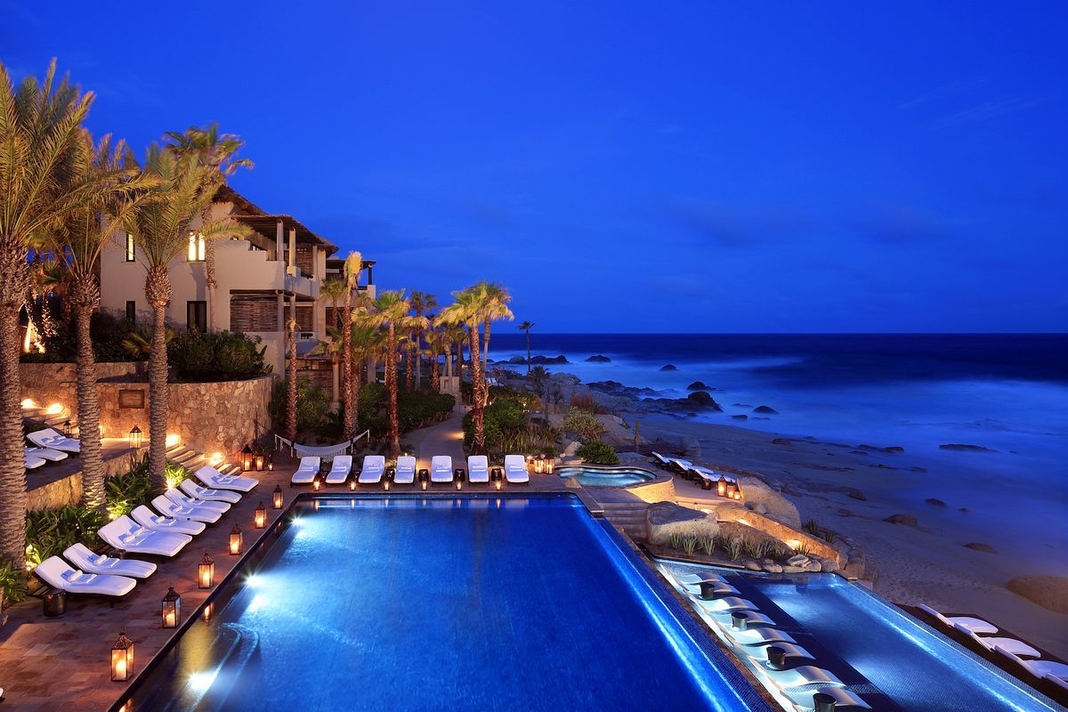 Oceanfront infinity pool in Mexico Pinterest: @BrittanyNiemer