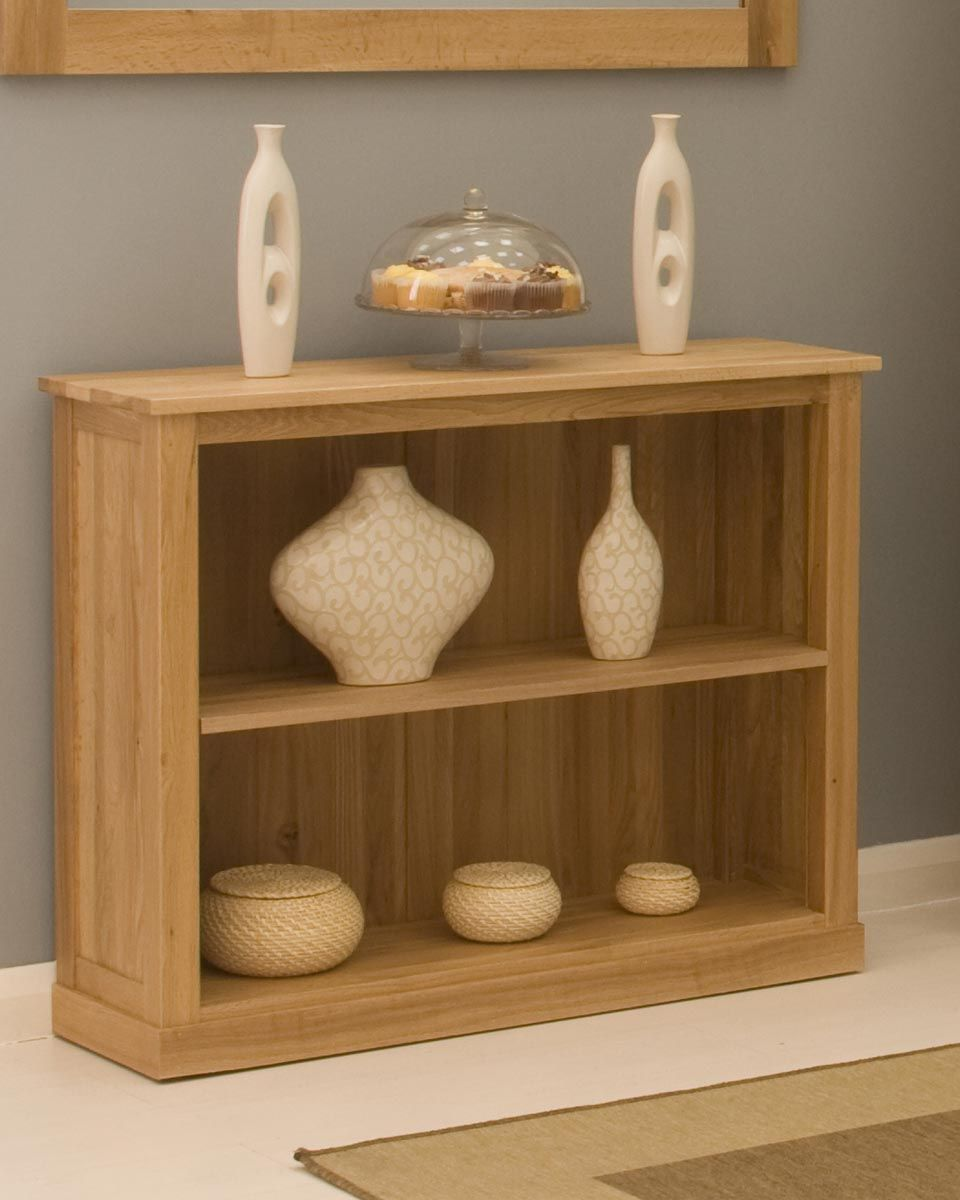 low solid oak bookcase this low solid oak bookcase is a contemporary piece manufactured from 100 solid oak wood absolutely no veneers