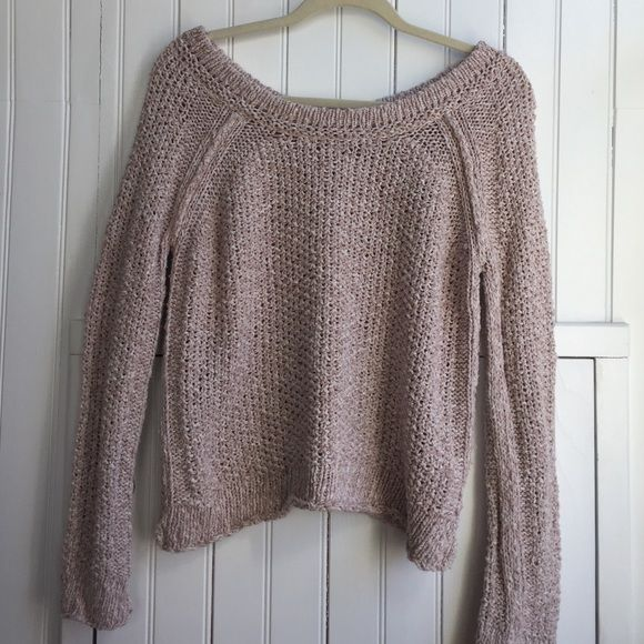 Free People sweater size Med Very good used condition Free People brand cozy sweater, size medium. 100% cotton, color is a pale pink and white fleck. Perfect for a cool night at the beach! Free People Sweaters Crew & Scoop Necks