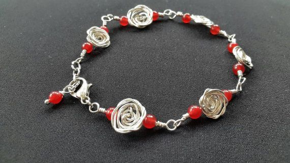 Retrouvez cet article dans ma boutique Etsy https://www.etsy.com/listing/270355865/wire-rose-bracelet-with-red-jade-beads