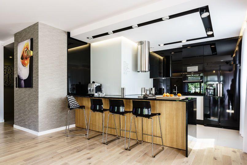 Nowoczesna Czarna Kuchnia Kuchnia Styl Nowoczesny Aranzacja I Wystroj Wnetrz Home Decor Decor Interior