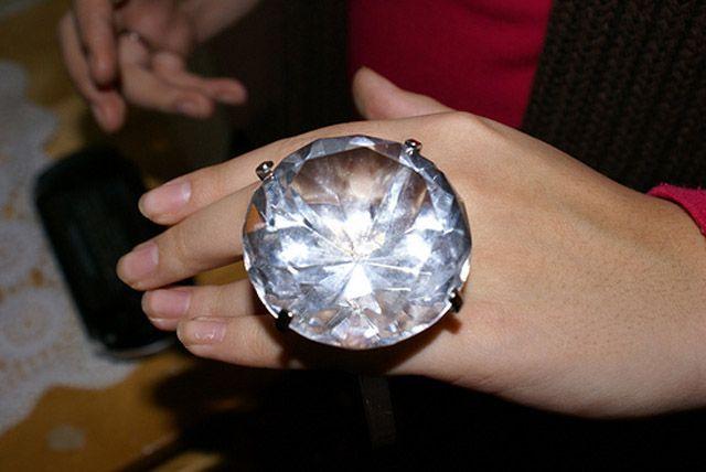 Kim Kardashian S Robbery Angers Elvis Presley Big Diamond Rings Big Wedding Rings Big Engagement Rings