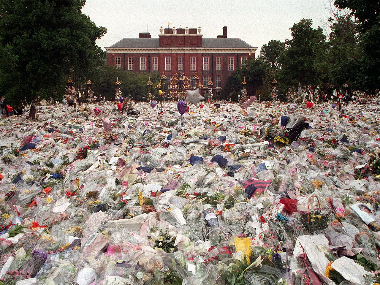 Princess Diana Flowers And Tributes Lrft At Her Home After Her