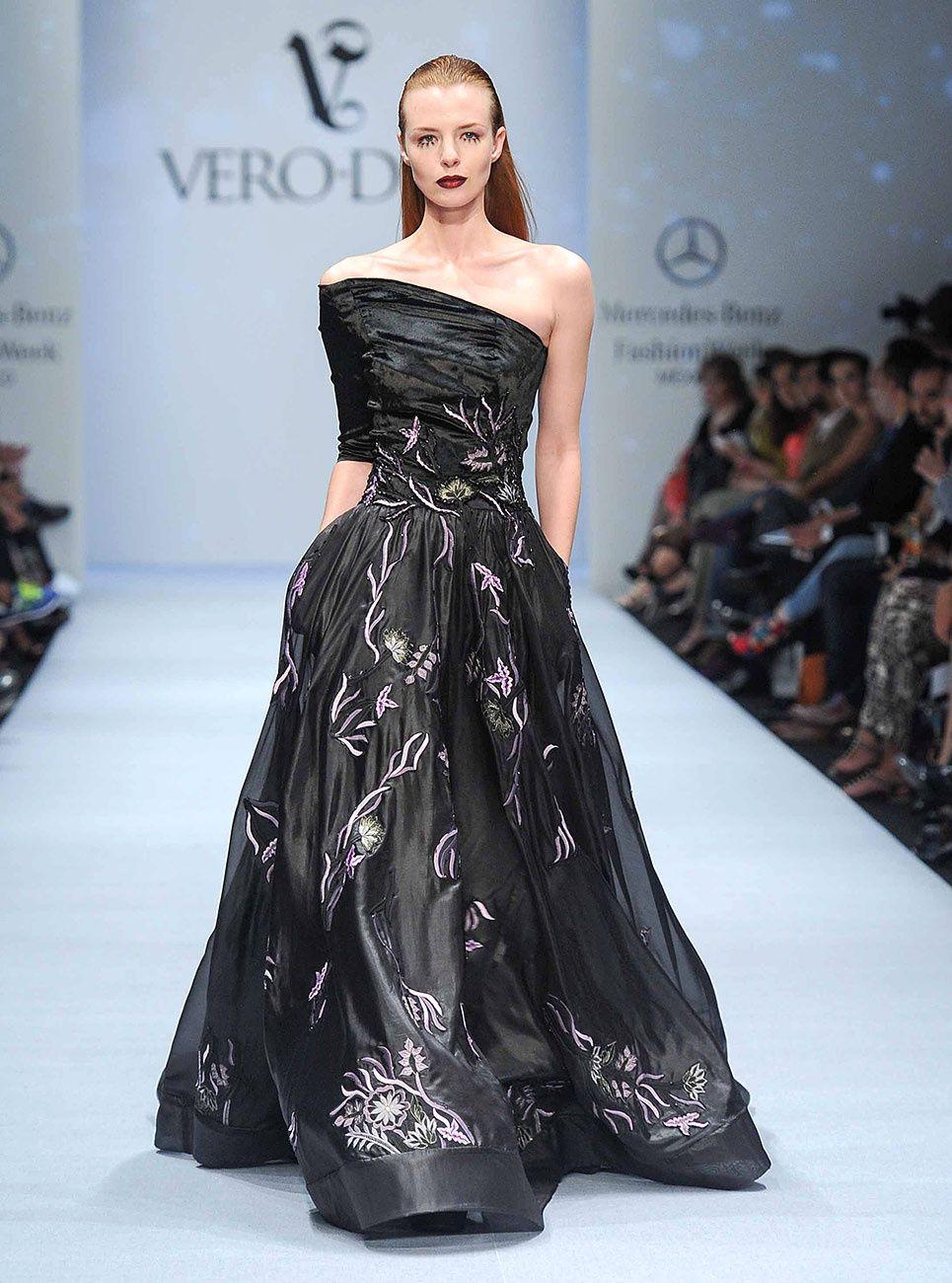 De regreso a los 80s... así es el debut de @VeroDiazMx en @fashionweekmx. #MBFWMx http://buff.ly/1CMvdrd