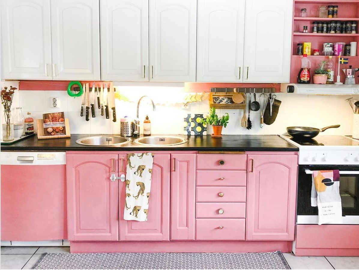 15 Two Tone Kitchen Cabinet Combos You Ll Want To Try Kitchen Cabinets Kitchen Renovation Pink Kitchen Cabinets