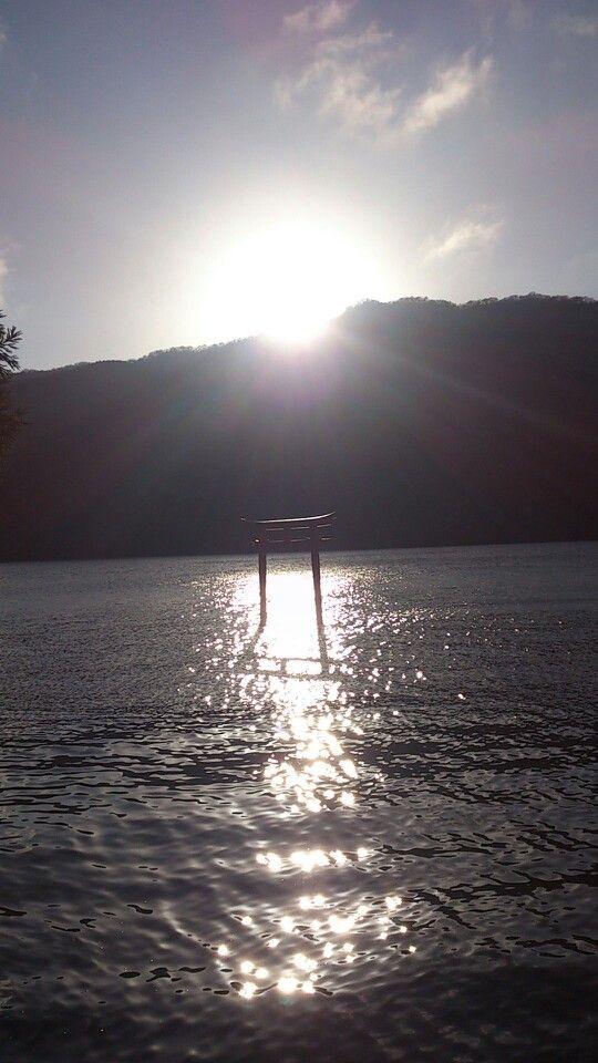 Kuzuryujinja.Shrine in lake.