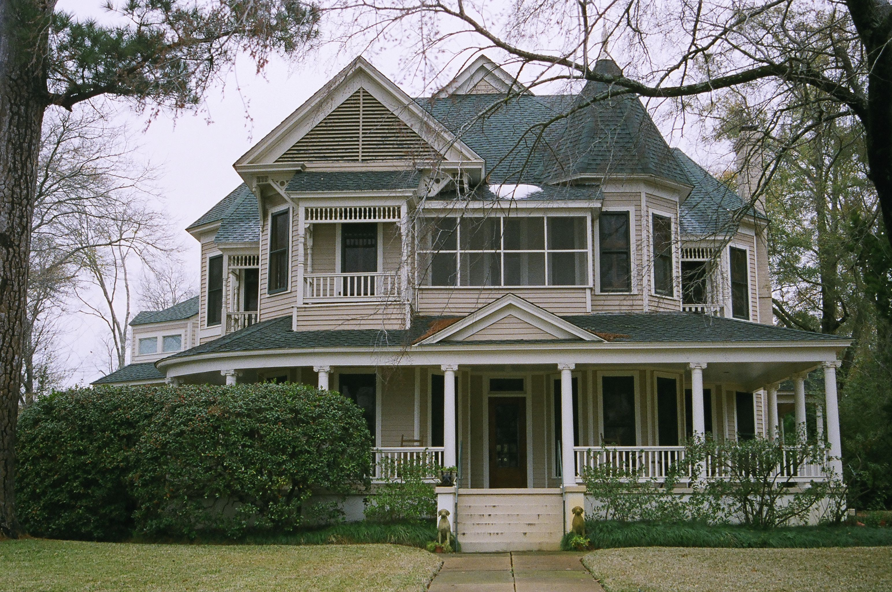 Image gallery old homes in texas for Victorian colonial homes