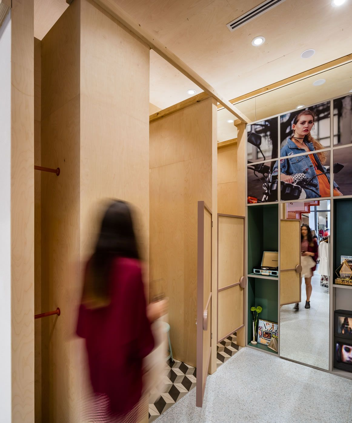 Pin By Luciana Olivieri On Retail / Fitting Rooms