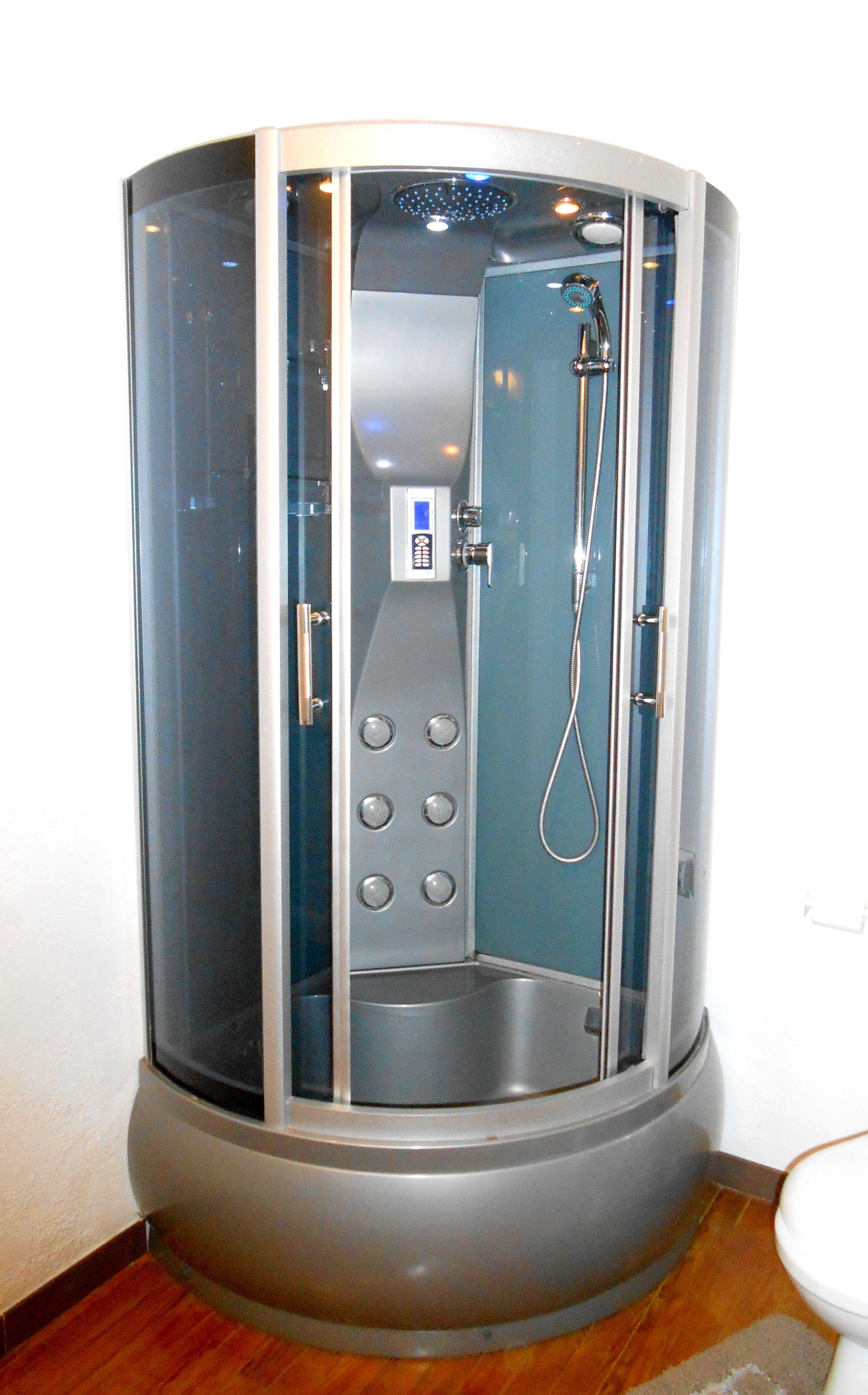 LA MARQUISE : salle de bain privative. Cabine de douche futuriste ...