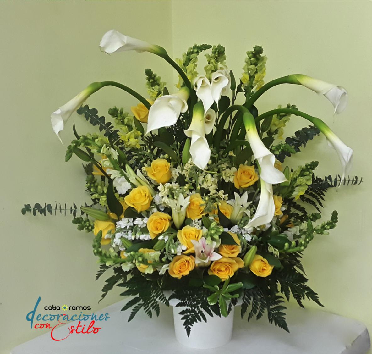 Arreglo Floral Con Calas Y Rosas Amarillas Arreglos