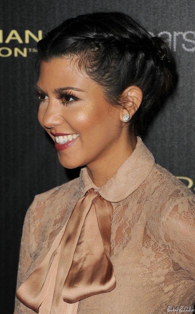 Kourtney Kardashian Hair And Makeup Here Pin Pretty And Polish