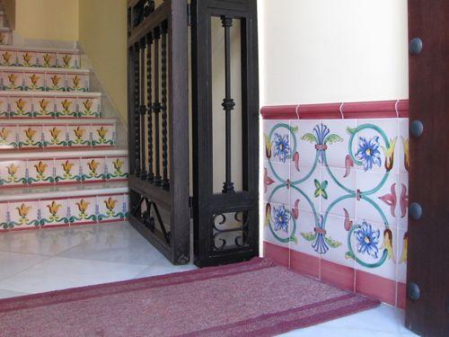 Z calo de azulejos pintados a mano recibidor http www - Zocalos de azulejos ...
