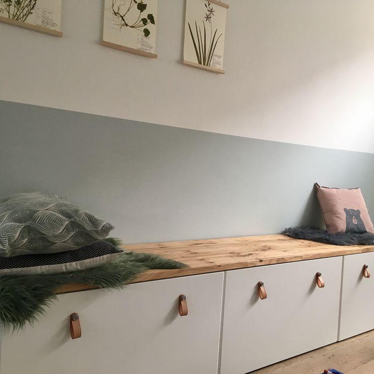 Aufbewahrung Stuvabank (Ikea) + Holzregal (Tafelboom Utrecht) – – #kinderzimmer #ikeakinderzimmer