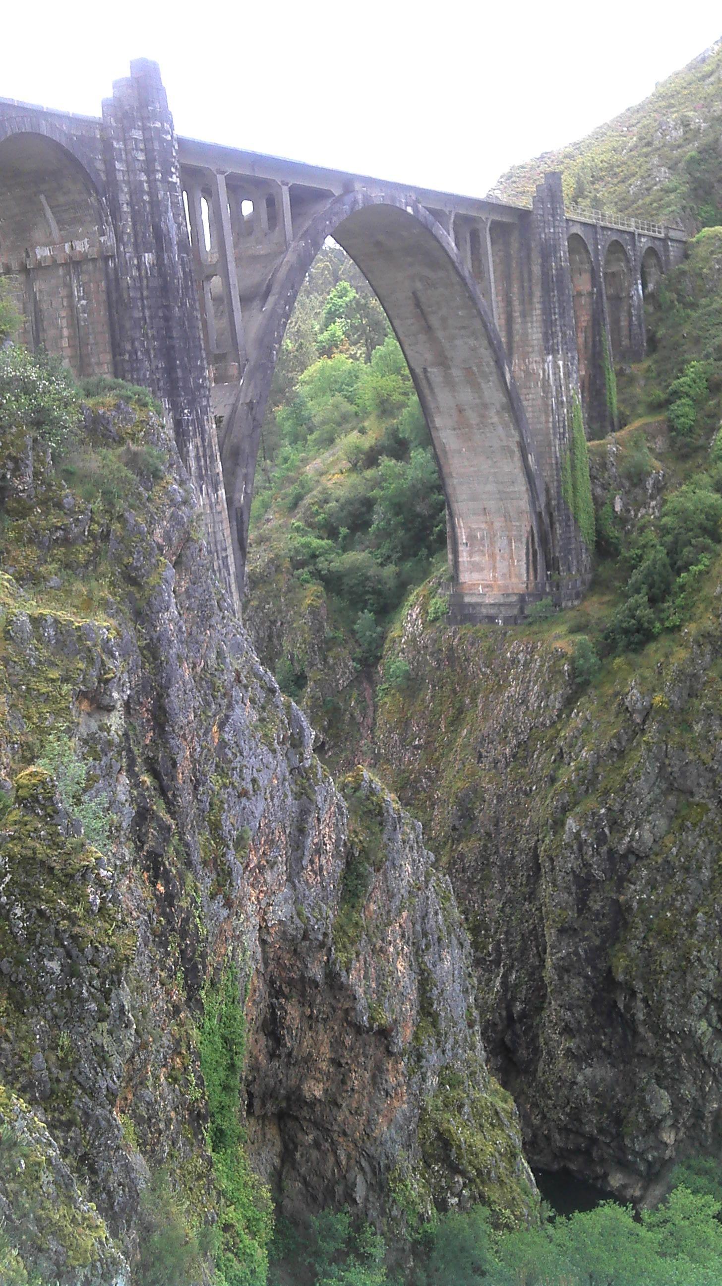 puente antiguo ferrocarril sobre el rio Ulla A coruña