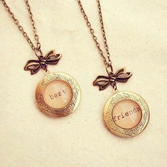 Best friends pendants