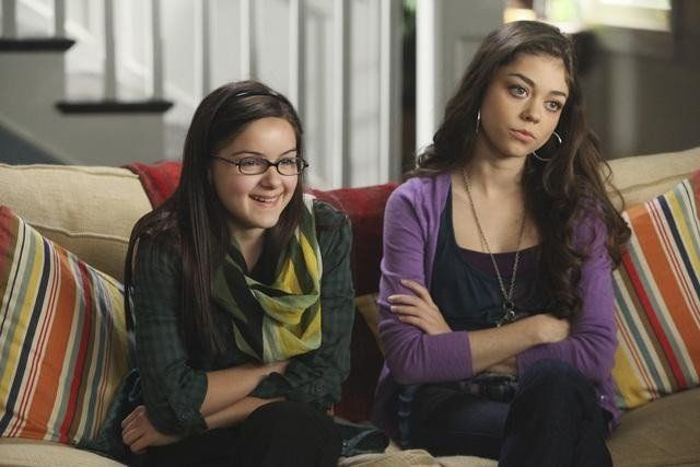 Ariel Winter And Sarah Hyland Google Search Modern Family Haley Modern Family Europe Outfits