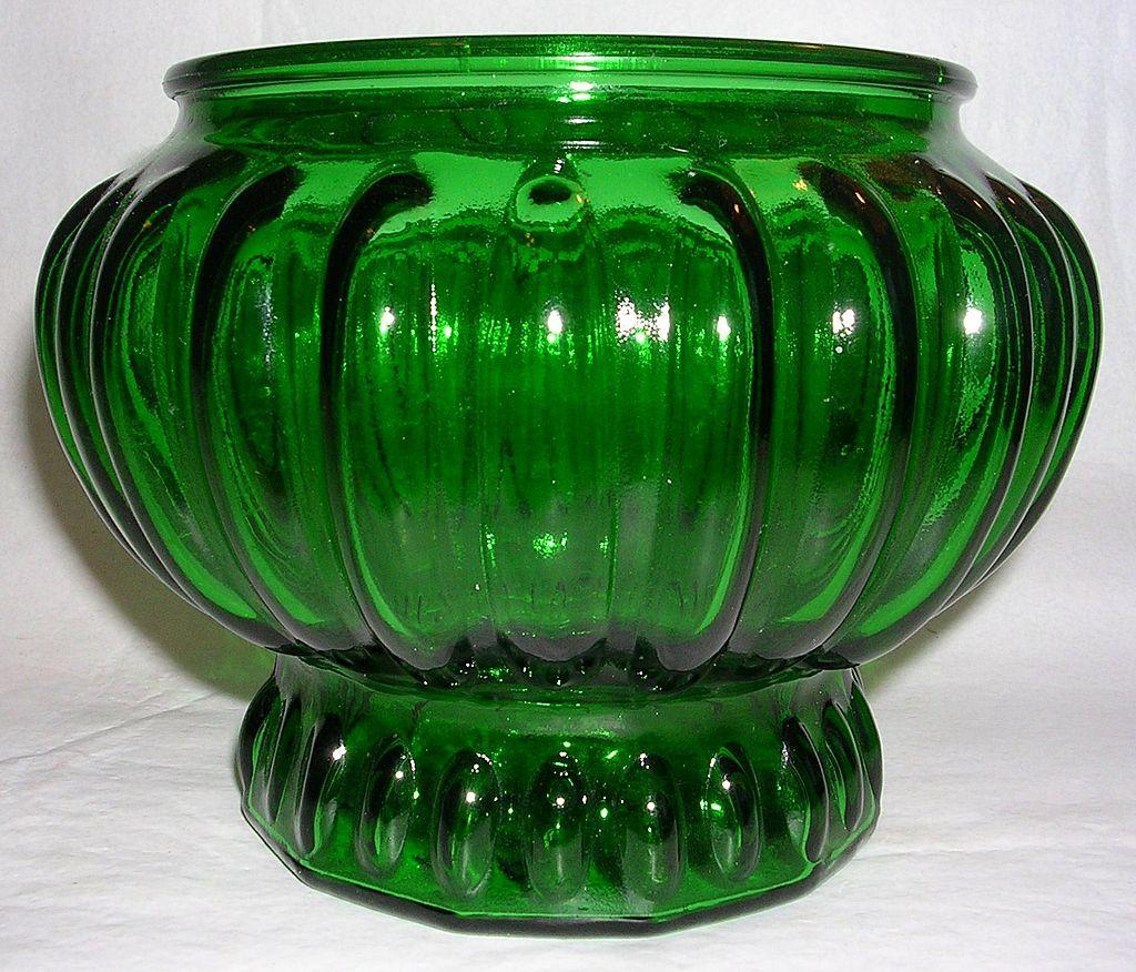 vintage emerald green glass vase beautiful glass. Black Bedroom Furniture Sets. Home Design Ideas