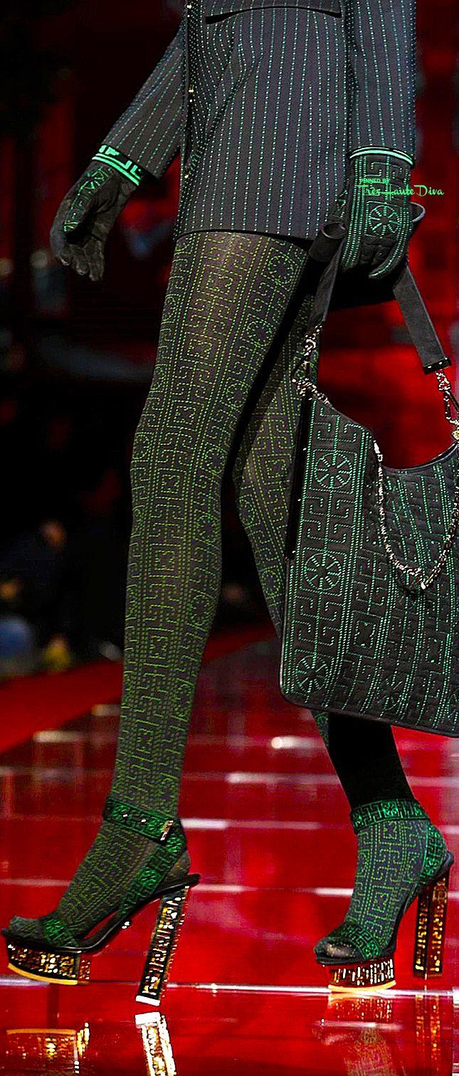 Versace fall 2015 rtw detail tr s haute diva versace - Sofia gucci diva ...