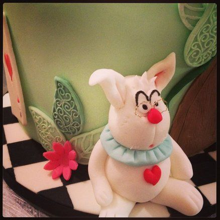 alice in cakeland  Cake by cookiecouture