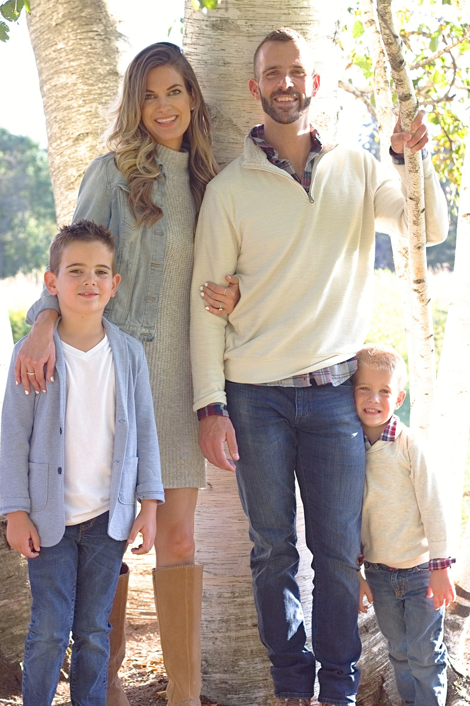 Fall Family Photo Outfit Ideas #familyphotooutfits