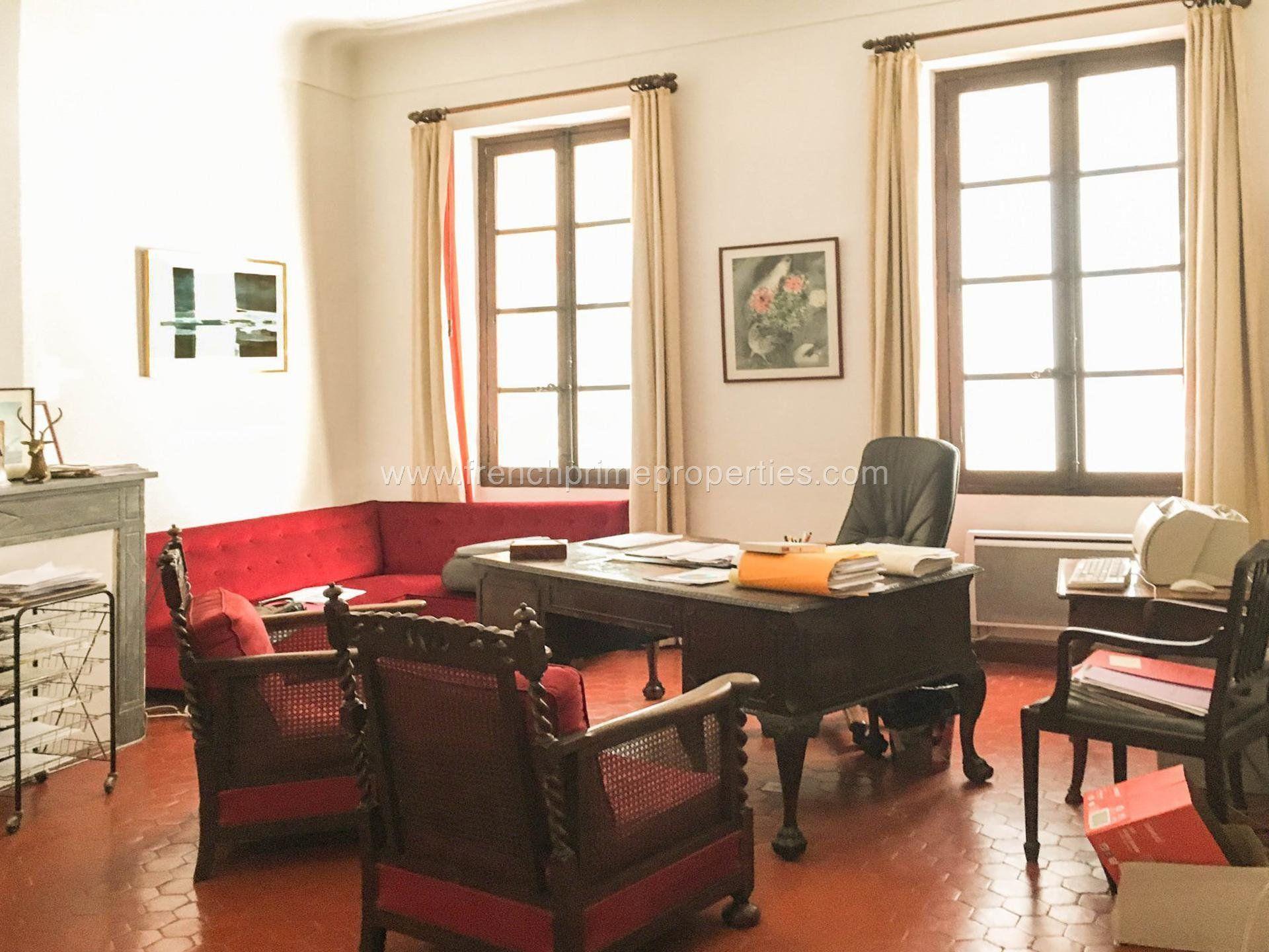 Antibes Veille Ville Rare Sur Le Marche Spacieux 5 Pieces De 130 M Bourgeois Offrant De Tres Beaux Volumes Calme Absolu Spacieux Vente Appartement