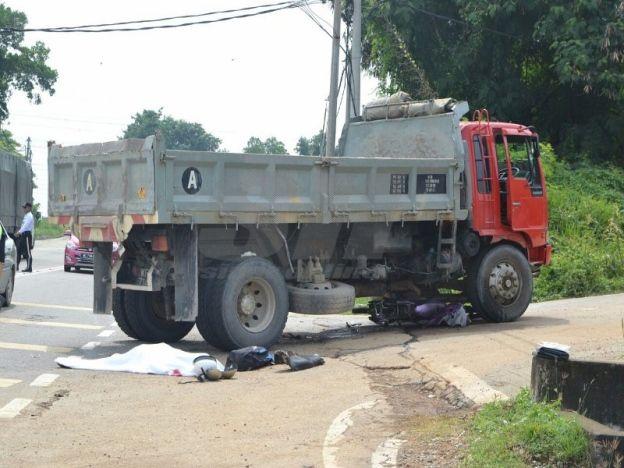 Ketua Pemuda Umno maut kemalangan   Ketua Pemuda Umno Cawangan Taman Selasih Mohd Haizi Zorkapki 33 maut selepas terlibat dalam satu kemalangan jam 11.55 pagi tadi.  Kemalangan berlaku di kilometer 9.8 Jalan Lukut-Sepang arah Sepang ke Lukut membabitkan sebuah motosikal dan lori.  Ketua Pemuda Umno maut kemalangan  Mangsa yang maut Mohd Haizi yang menunggang motosikal bersendirian. Manga cedera parah dan maut di tempat kejadian.  Sinar Harian difahamkan Mohd Haizi yang menunggang motosikal…