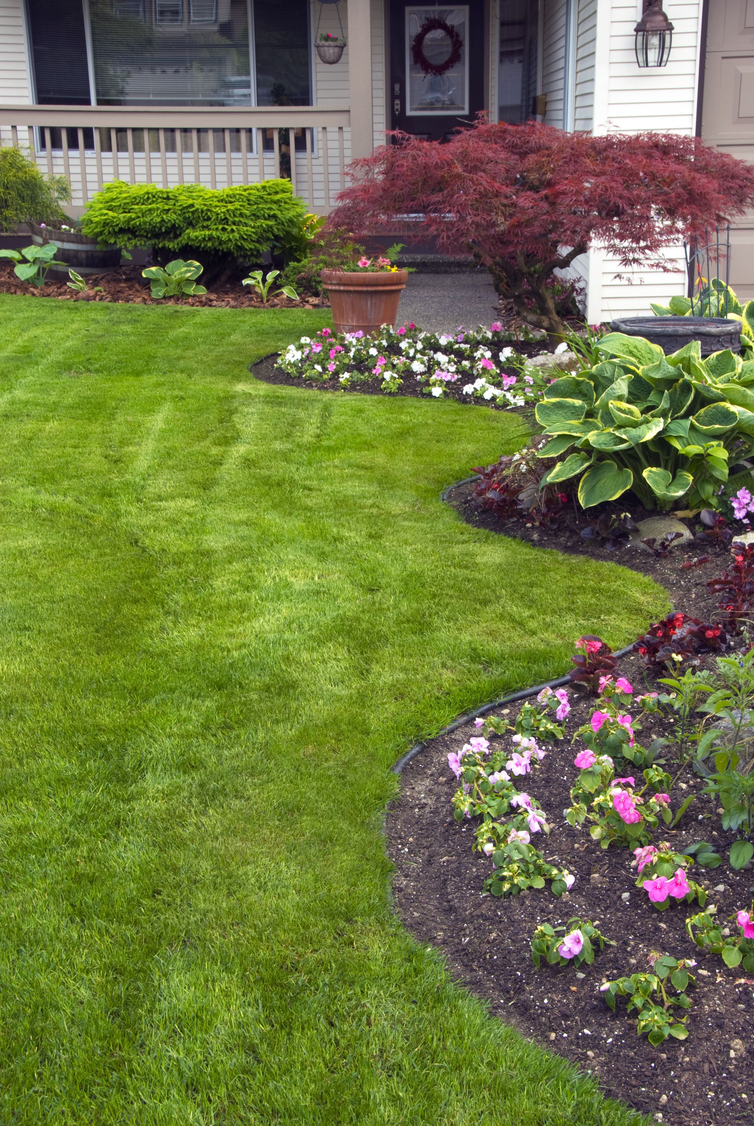 increase your curb appeal with these landscaping diy on front yard landscaping ideas id=21464