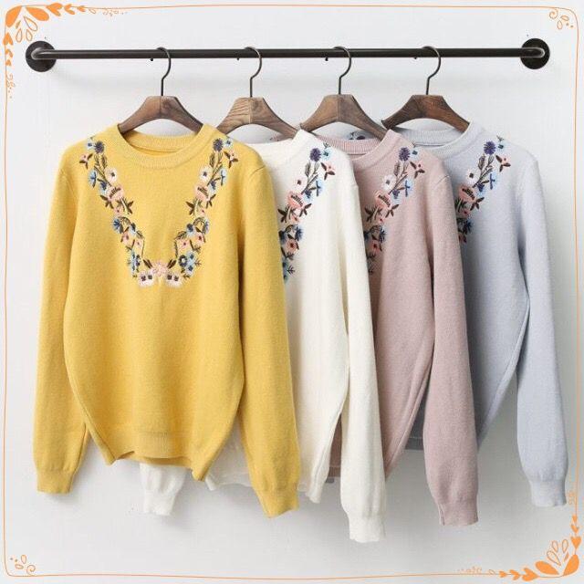 보기만해도 포근한 플라워 자수 니트 플라워 자수로 은은한 느낌을 줘요 (˶‾᷄ ⁻̫ ‾᷅˵) 과하지 않은 화사함 부드러운 컬러 포근한 니트를 향기옷장에서 만나보세요~  검색창에 향기옷장을 검색하세요 http://www.scentcloset.co.kr  http://m.storefarm.naver.com/perfumedress/products/613754691  #향기옷장 #어이거이쁘다 #어이거예쁘다 #니트 #니트베스트 #니트티 #포근한니트 #자수니트 #꽃자수
