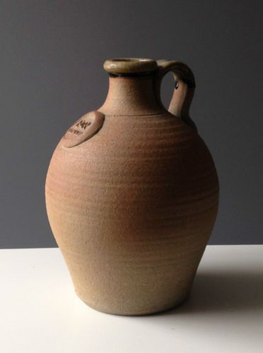 John-Leach-muchelney-studio-pottery-reine-elizabeth-jubile-d-argent-flagon-1977