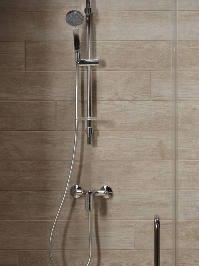 Une colonne de douche avec un mitigeur m�canique