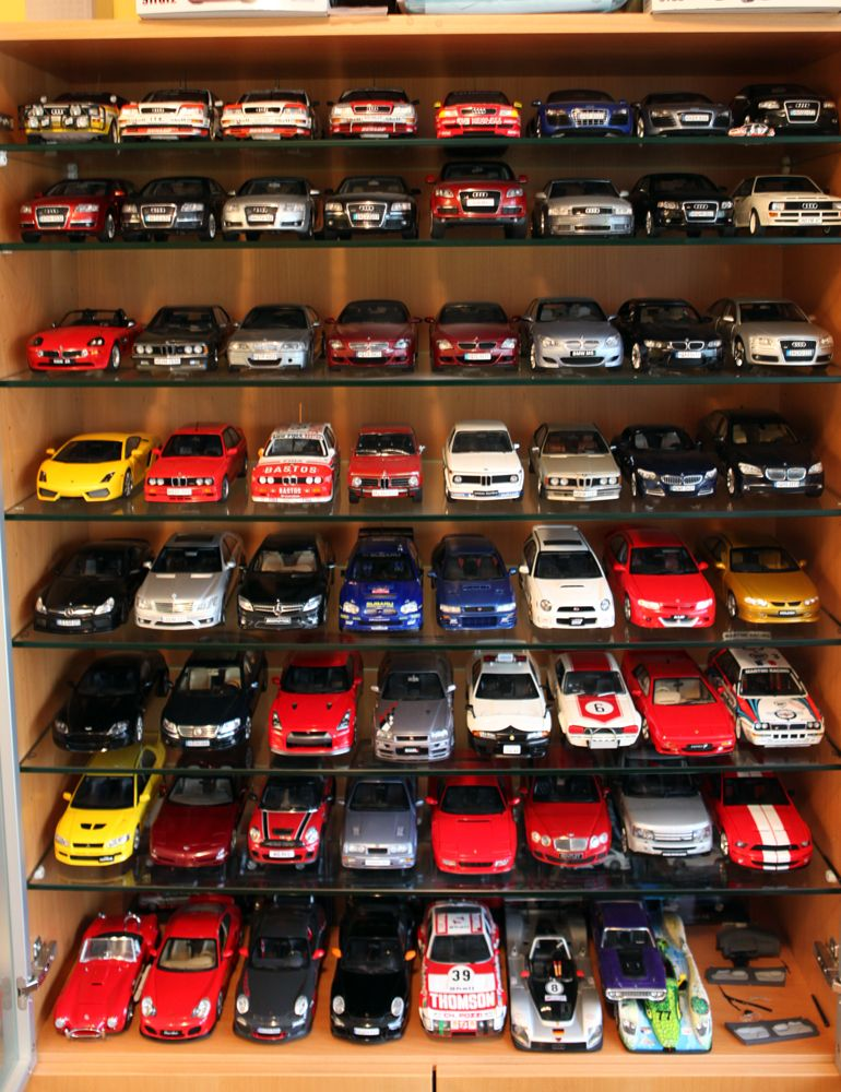 model cars top diecast model cars in vitrine 1 18 scale audi bmw lexus porsche model car. Black Bedroom Furniture Sets. Home Design Ideas
