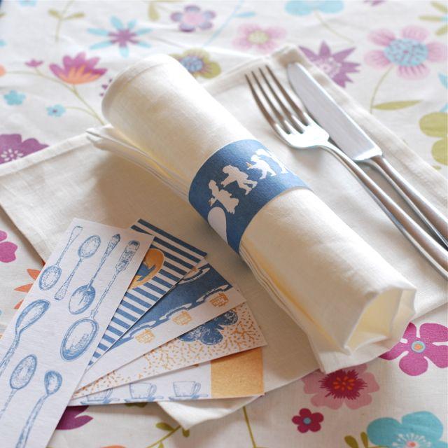 2 - ronds de serviette Salon Elfi 4,5€ http://deco-graphic.com/cuisine/104-ronds-de-serviettes-pompadour.html