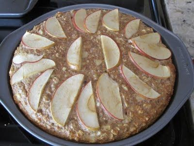 clean apple banana oatmeal bake. perfect for making on sundays and grabbing a slice in the AM. #healthy