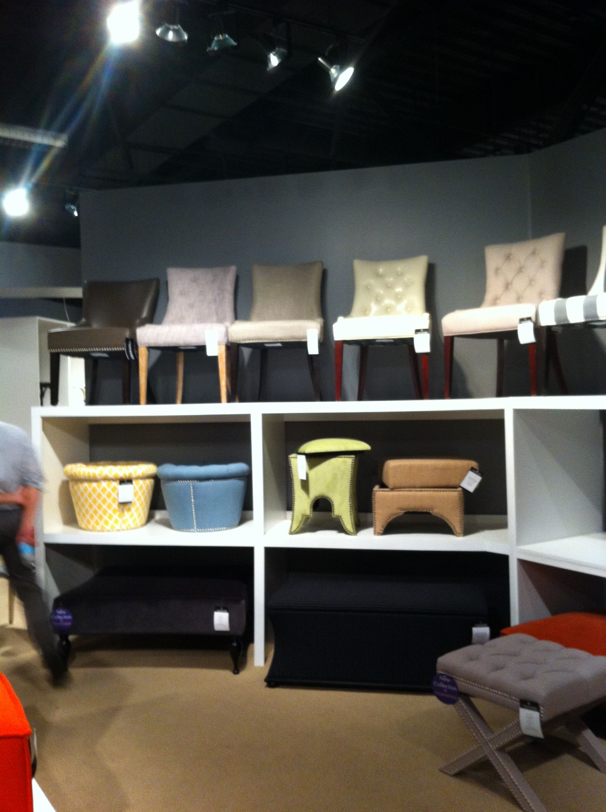 Accent chair display showroom layout pinterest for Showroom zanotta milano