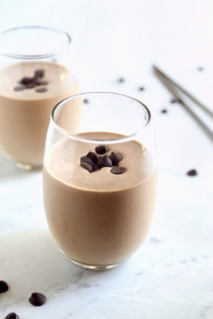 Chocolate Protein Shake for Healthy Skin #healthychocolateshakes Unbelievably creamy protein shake that tastes like a real chocolate milkshake! Dairy free, no refined sugar, with collagen + raw cacao for healthy skin. #proteinshake #chocolatemilkshake #rawcacao #healthychocolateshakes