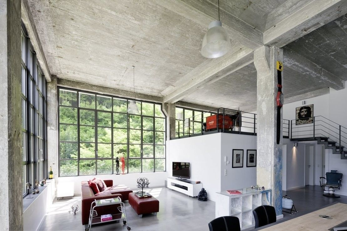modernes loft in alter fabrik hofhaus sichtbeton und. Black Bedroom Furniture Sets. Home Design Ideas