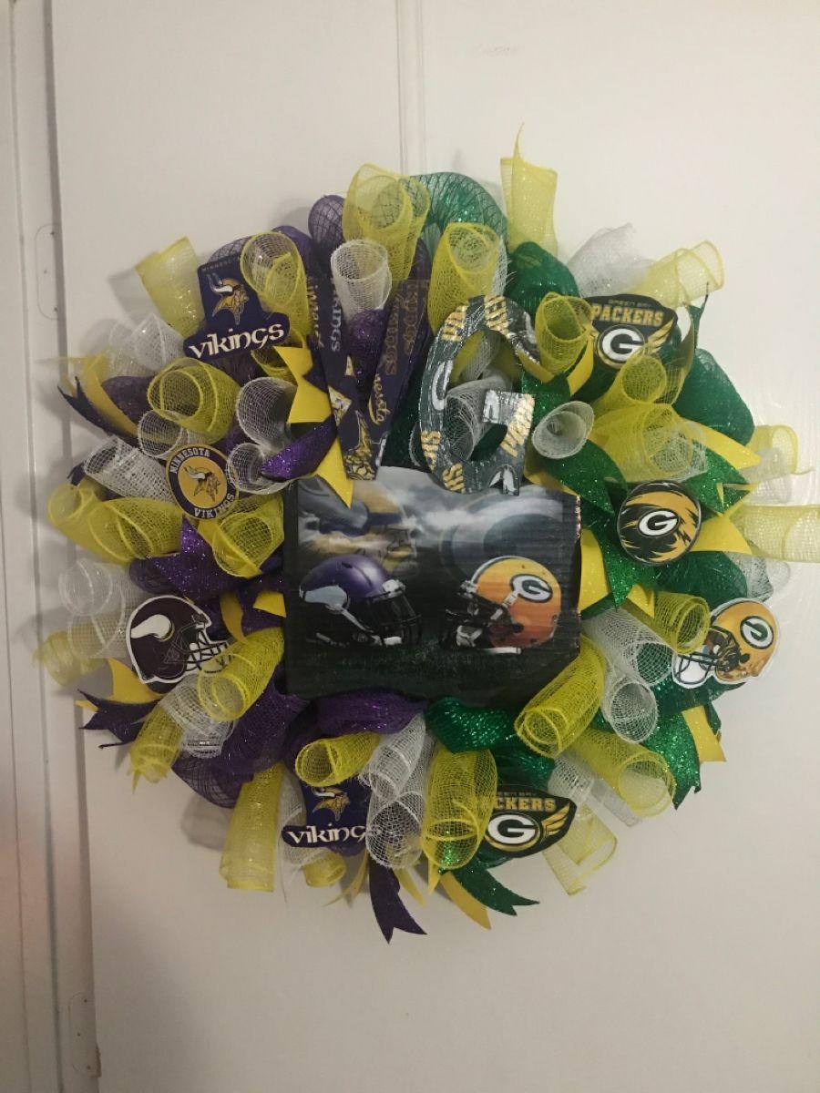 Minnesota Vikings Green Bay Packers Wreath In 2020 Packers Wreath Green Bay Packers Wreath Wreaths