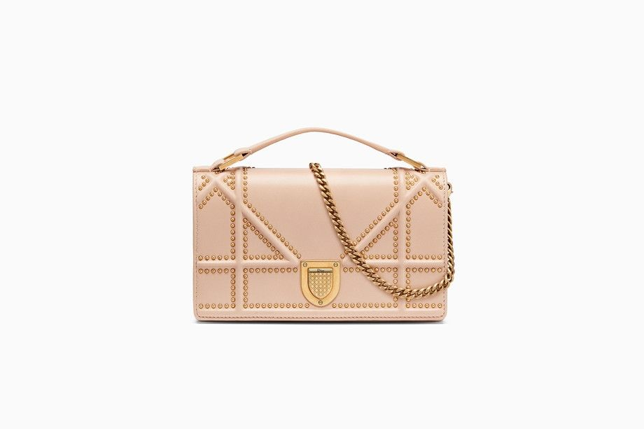 a914bdd59 ... POWDER PINK GRAINED CALFSKIN WITH LARGE CANNAGE DESIGN · Diorama clutch  in nude studded lambskin with large Cannage motif - Dior
