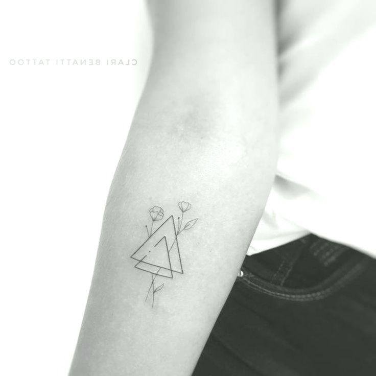 Minimalistische Dreiecke Und Blumen Tattoo Von Clari Benatti