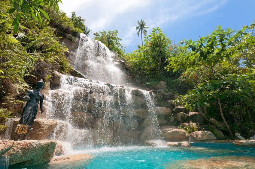 10 impresionantes cascadas para piscinas que querrás tener -