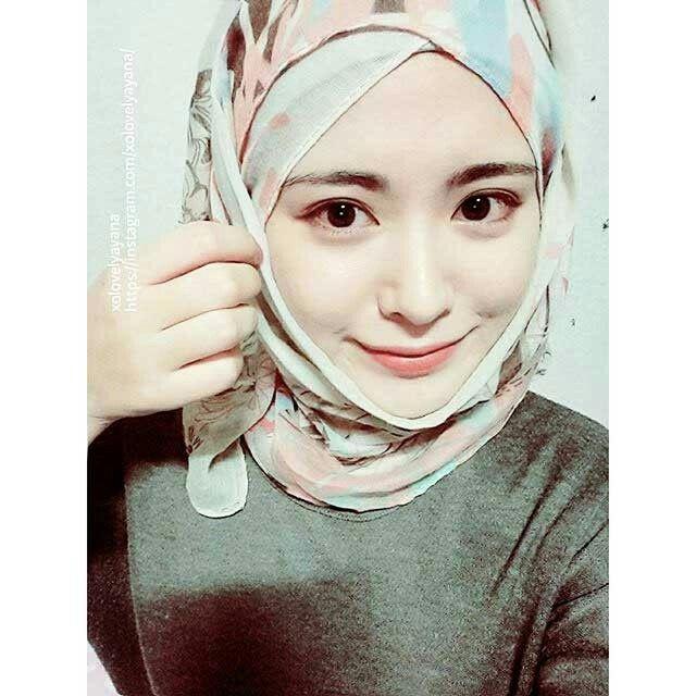 Ayana Moon Beautiful Hijab Beautiful Hijab Chic